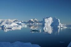 Icebergs. Credit: Dan Beeden (BAS)
